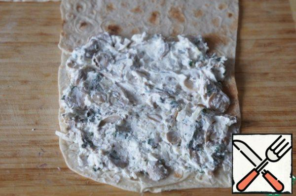 Cut the pita bread into 4 parts and spread with the filling.