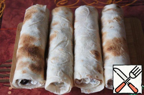 Roll pita bread into rolls.