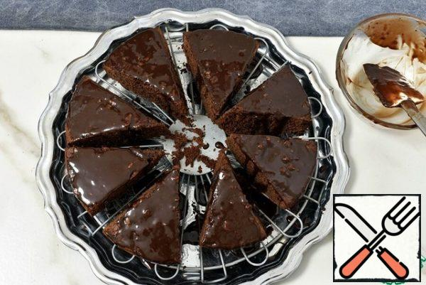 Pour the brownie pieces with chocolate. Let the chocolate set for 15 minutes.