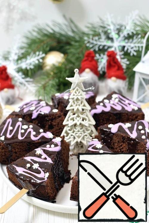 Brownies are obtained at all and always, and simple ideas for their decoration will allow everyone to show imagination!