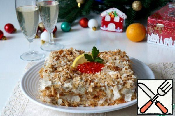 The fourth cake is crushed into crumbs, sprinkle on all sides of the cake. Put it in the refrigerator. Before serving, you can decorate to taste. The cake is delicious, looks original on the table. Guests will appreciate it.