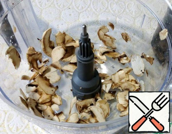Cut the mushrooms with a shredder attachment, as well as the onion, fry in a pan, add salt and pepper.