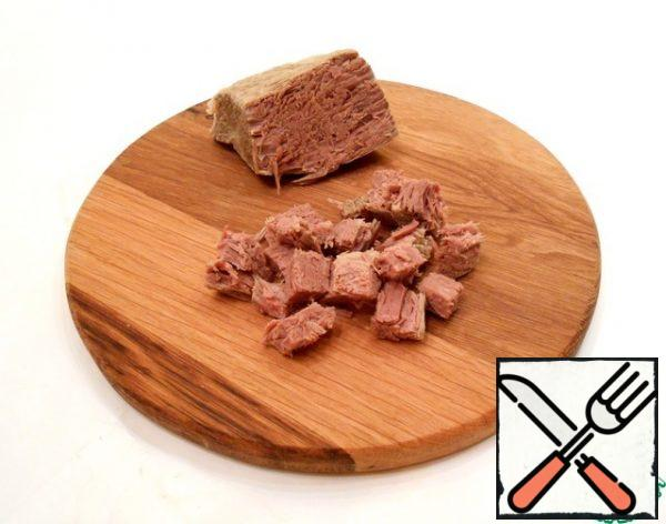 Also cut the remaining ingredients: boiled beef.