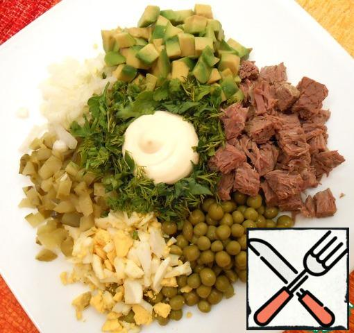 Combine the ingredients, add the peas, chopped herbs, fill with mayonnaise (homemade, sour cream-as you like).