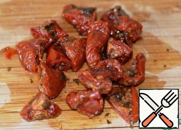 With dried tomatoes, let the oil drain and cut into random pieces.