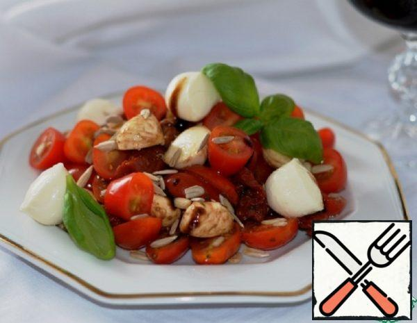 Salad with Mozzarella and Sun-Dried Tomatoes Recipe