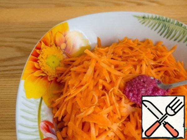 Add 1 tsp (with a slide) of grated horseradish root. I have a store- bought one with beets. You can add more to your taste. And mix well with the carrots.