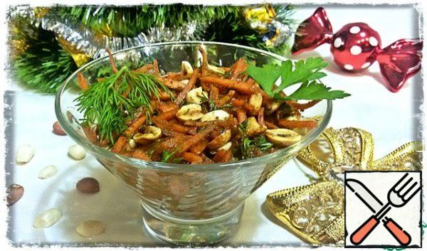 A simple salad of carrots and peanuts is ready.