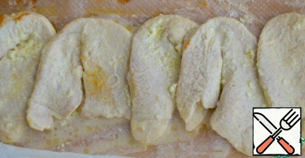 3. Put the meat on parchment paper and fold the edges to make an envelope. Bake for 20 minutes at a temperature of 200 C. cut into cubes.
