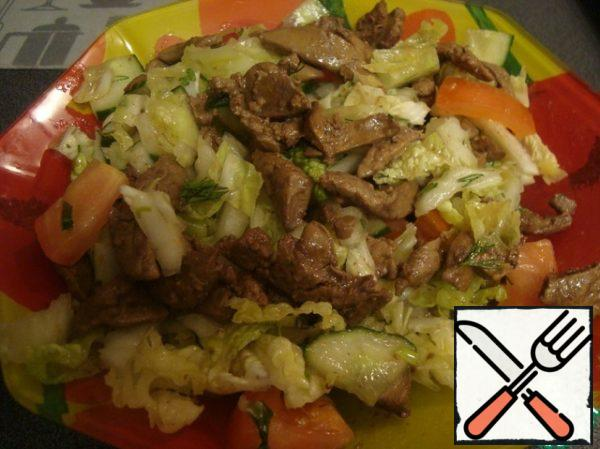 Combine the vegetable base and still hot liver, gently mixing. Go to the preparation of sauce for dressing.