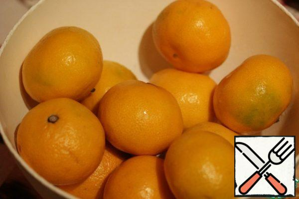 Wash the tangerines thoroughly, then peel them ( do not throw them away !).