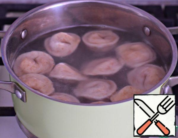 Put the dumplings in boiling salted water and cook for 3-4 minutes after surfacing.