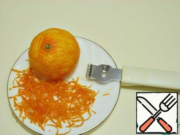 Remove the zest from one large tangerine. From it, squeeze out the juice, you need 40 ml.
