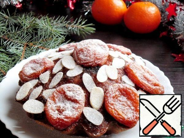 Sprinkle with almond petals or ground nuts, put slices of dried apricots, powder with powdered sugar.