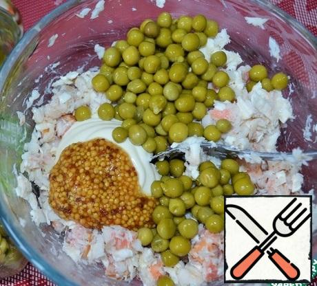 Add mayonnaise, mustard and green peas. Stir.
