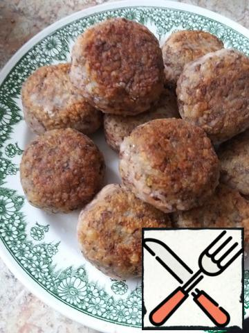 Fry until Golden brown on both sides. Take the meatballs out of the pan ( do not put the oil anywhere) on a plate. Put 1 onion, Bay leaf and pepper in the water that has boiled in a pan.