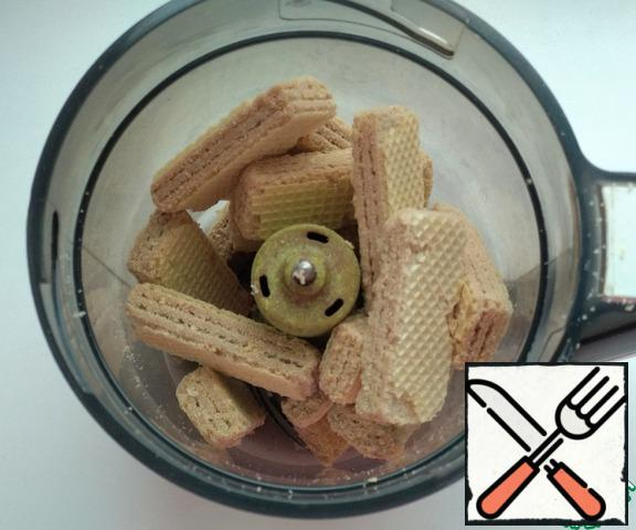 Place the waffles in a blender and chop them.