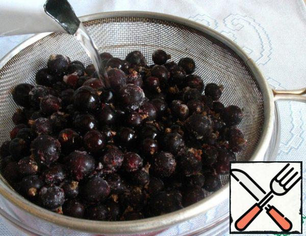 Pour boiling water over the currant. Spread out on a paper towel to dry.