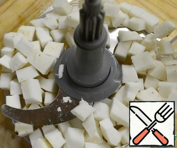 Peel it (I do it with a vegetable peeler ), slice it randomly and put it in the bowl of a combine.