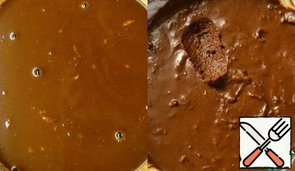 The filling is also better to do the day before. Finely chop the chocolate, mix with cocoa, pour hot milk and mix thoroughly. Do not be afraid - at first it turns out liquid. Put in the refrigerator for at least 4 hours . The result is a thick, airy mass.