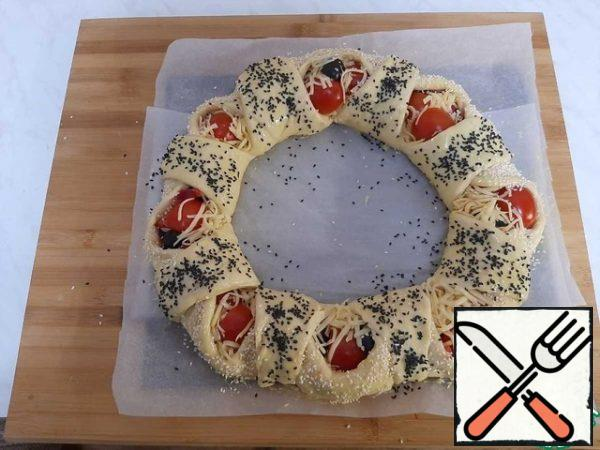 Grease with yolk and sprinkle with sesame seeds. Bake at 180 degrees for 30 minutes.