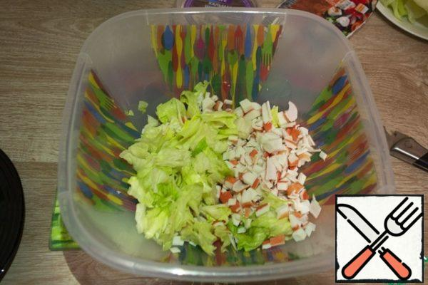 Then cut the lettuce leaves into medium slices and add to the crab sticks.