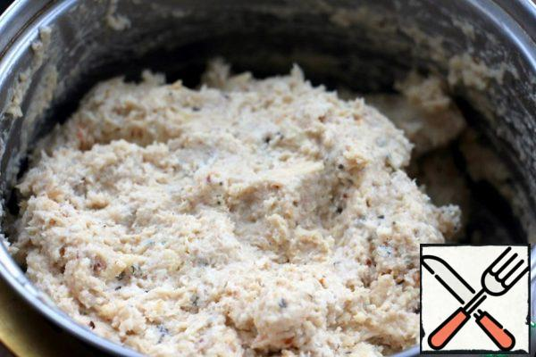 Combine the breast with the sauce, mix, if it is too thin, then add the breadcrumbs to the mass, add salt and pepper.