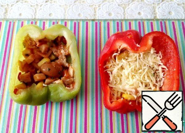 Fill tightly with layers of pepper halves: filling of vegetables with meat, cheese, etc.