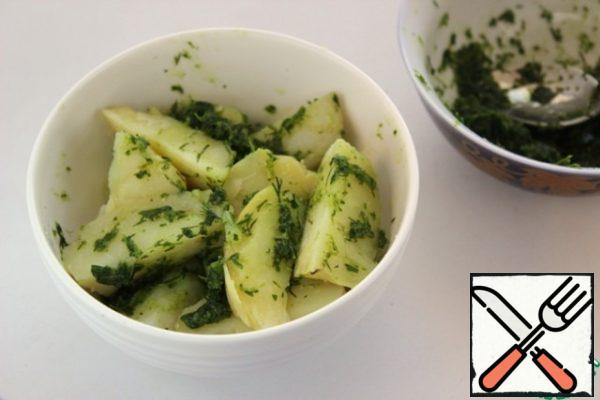 Mix the potatoes with the herbs. We can say that this is already a finished dish, delicious, fresh, but we go further.