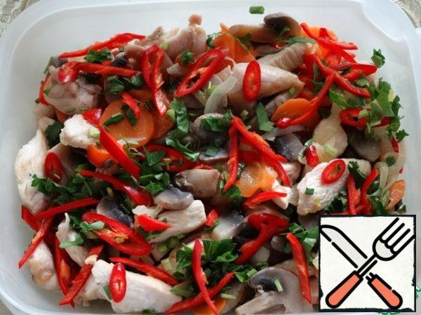 Mix the chicken fillet, boiled mushrooms, fried vegetables, chopped parsley, hot pepper straws, green onions and cherries in a bowl, pour the hot marinade, mix. Serve to the table can be kept for 4-6 hours in the refrigerator, periodically shaking the container.
