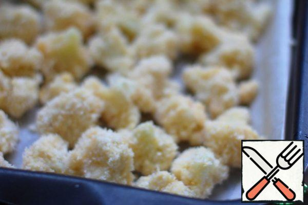 Cut the cauliflower into small florets. Dip the inflorescences in flour, then egg, then in crumbs. Place on parchment paper on a baking sheet. Bake for 15-20 minutes or until lightly crunched.
