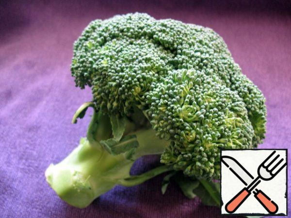 Broccoli chose the smallest on the market, but it was also large, because the meat was about 200 g.