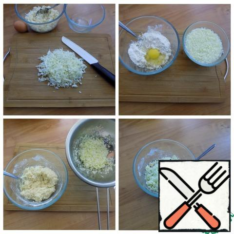 Cook the couscous in salted water as indicated on the package. It steams very quickly. Cabbage is very finely chopped, put in a bowl and pour boiling water. Let it stand for about 10 minutes. Cook-cous spread in a container where we will make minced meat, add 2 tbsp flour to it, and leave 2 tbsp for breading the formed cutlets. Break the egg and connect everything carefully. We throw the cabbage in a colander to drain the water and send it to the couscous. Mix, add salt to taste and pepper if desired. If there will be children, do not pepper! You can do this later, when you will have cutlets as a side dish.