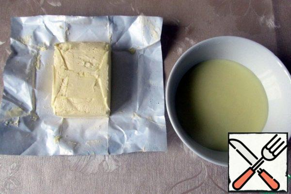 First, prepare the simplest butter cream.