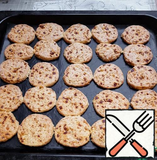 This is what a ready-made cookie looks like. Crunchy, cheesy, with chunks of spicy sausage.