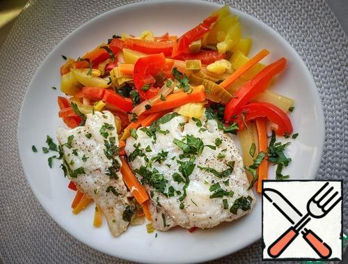 Tender, juicy, delicious fish is ready. Carefully transfer the fish and vegetables to a plate. Sprinkle with chopped parsley. For those who wish, you can add boiled potatoes or rice to the side dish.