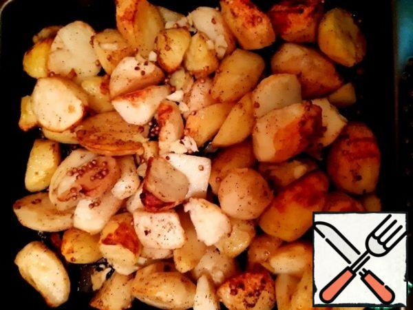 Remove the foil and bake the potatoes for 7-10 minutes.