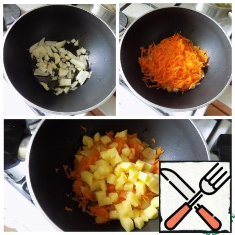 We take a pot with a thick bottom, in which we will first stew everything, and then cook the soup. If there is no such thing, you can use any convenient dishes you like. Poured olive oil, warmed and put the chopped onion (the remaining onion). Gilded and sent the remaining half of the carrots, grated on a grater, to the onion. Then cook under the lid on a low heat for a couple of minutes. The potatoes were cut into small cubes and sent to the vegetables. The potatoes were simmered almost to readiness.