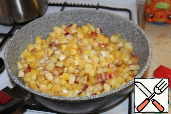 Add the diluted starch to the apples and cook until thick.