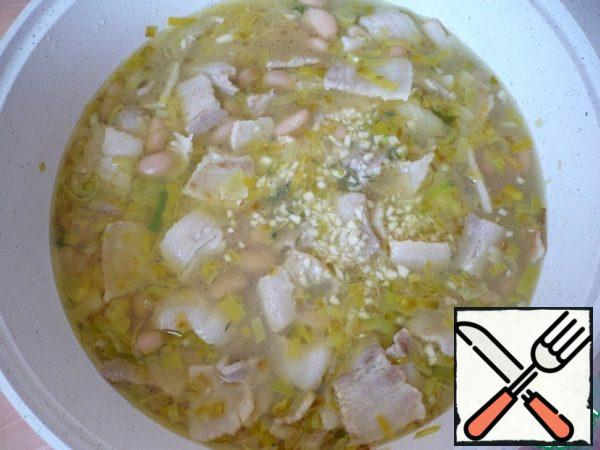 Then add the crushed garlic, dried thyme (a pinch) and chicken stock. Bring the mixture to a boil and cook for another 15 minutes.