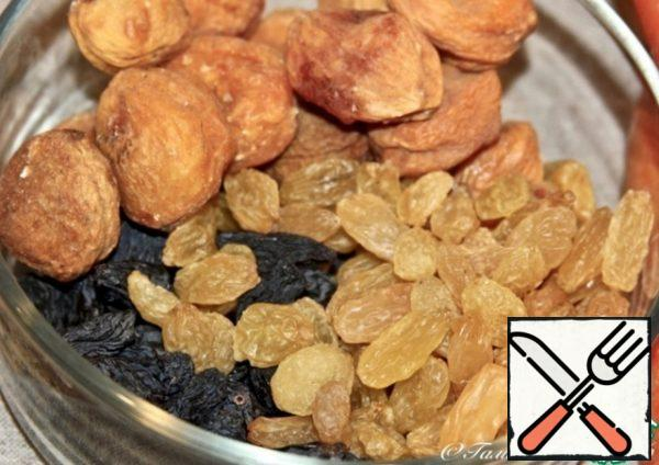 Dried fruits. Here, of course, you need to take the choicest. Don't even doubt it.