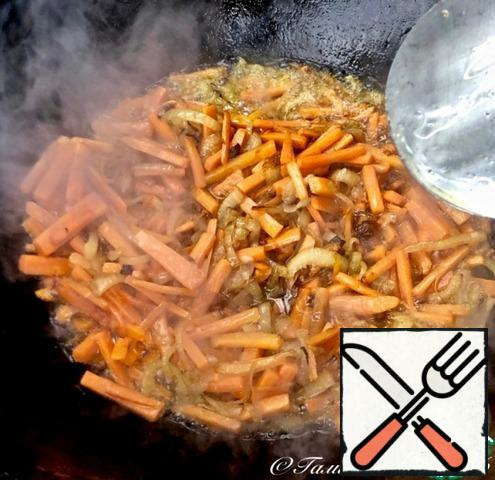 """... fry it with onions to the already known state """"until the carrot hangs its legs"""". In General, the carrot should be fried until soft and elastic. The fire under the cauldron is already much """"below average""""."""