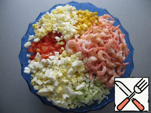 Then add the shrimps boiled in salted water and peeled, as well as diced eggs.