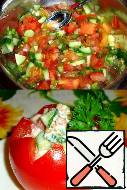 Cut the tomato, cucumber, onion, and garlic into small pieces. Add salt and pepper to taste and add horseradish.