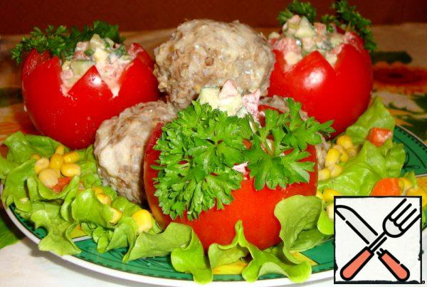 Put the salad inside the tomatoes.