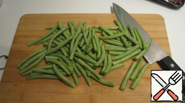 Cut the beans this way.