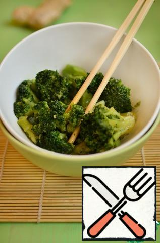 And oyster sauce. Stir and simmer in the same mode for another 5 minutes. I would like to note that you can choose the amount of one or another ingredient to your taste. Broccoli is ready! Fast and delicious! It will help you out when guests are on the doorstep.