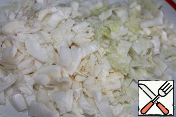 Cut the cabbage into medium cubes.