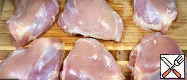 Remove the skin from the chicken thighs (if desired). Season with salt and pepper and add seasoning to taste.