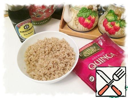 Boil the quinoa in salted water as indicated on the package. To get 1 Cup of ready-made cereals, you need to cook 1/2 Cup raw.